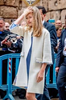 In hellen Tönen kleidet sich Prinzessin Leonor an Ostern 2019. Besonders hübsch ist ihr Mantel aus leichtem Tweed.