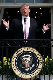 """22. April 2019  Ostern im Weißen Haus: Melania und Donald Trump bemühen sich beim traditionellen """"Easter Egg Roll"""" gute Stimmung aufkommen zu lassen."""