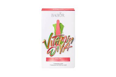 """Beauty-Superkräfte erlangen Sie mit der """"The Art of Beautiful Skin""""-Edition von Babor. Die Vitamin Diva ist vitalisiert mit Vitamin-Shot-Ampullen und verkapseltem Sauerstoff in Form der Oxygen-Plus-Ampullen. Ca. 24 Euro."""