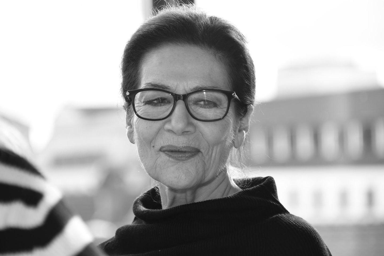 21. April 2019: Hannelore Elsner (76 Jahre)  Die Nachricht über den Tod von Schauspielerin Hannelore Elsner schockiert. Die deutsche Schauspiel-Ikone ist im Alter von 76 Jahren am Osterwochenende nach kurzer schwerer Krankheit verstorben.Elsner hat in dutzenden Fernsehfilmen mitgespielt undwurde unter anderem mit der Goldenen Kamera, dem Bayerischen Fernsehpreis und dem Bundesverdienstkreuz ausgezeichnet.