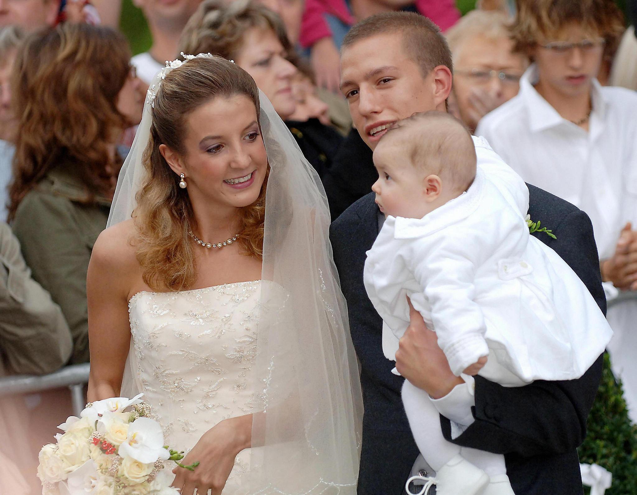 Tessy von Luxemburg bei der Hochzeit mitPrinz Louis von Luxemburg, auf dem Arm der kleine Gabriel Michael Louis Ronny de Nassau
