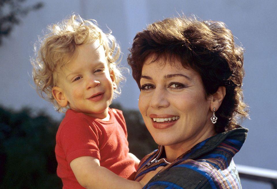 Die Schauspiel-Ikone hat mit dem Regisseur Dieter Wedel einen gemeinsamen Sohn Dominik.
