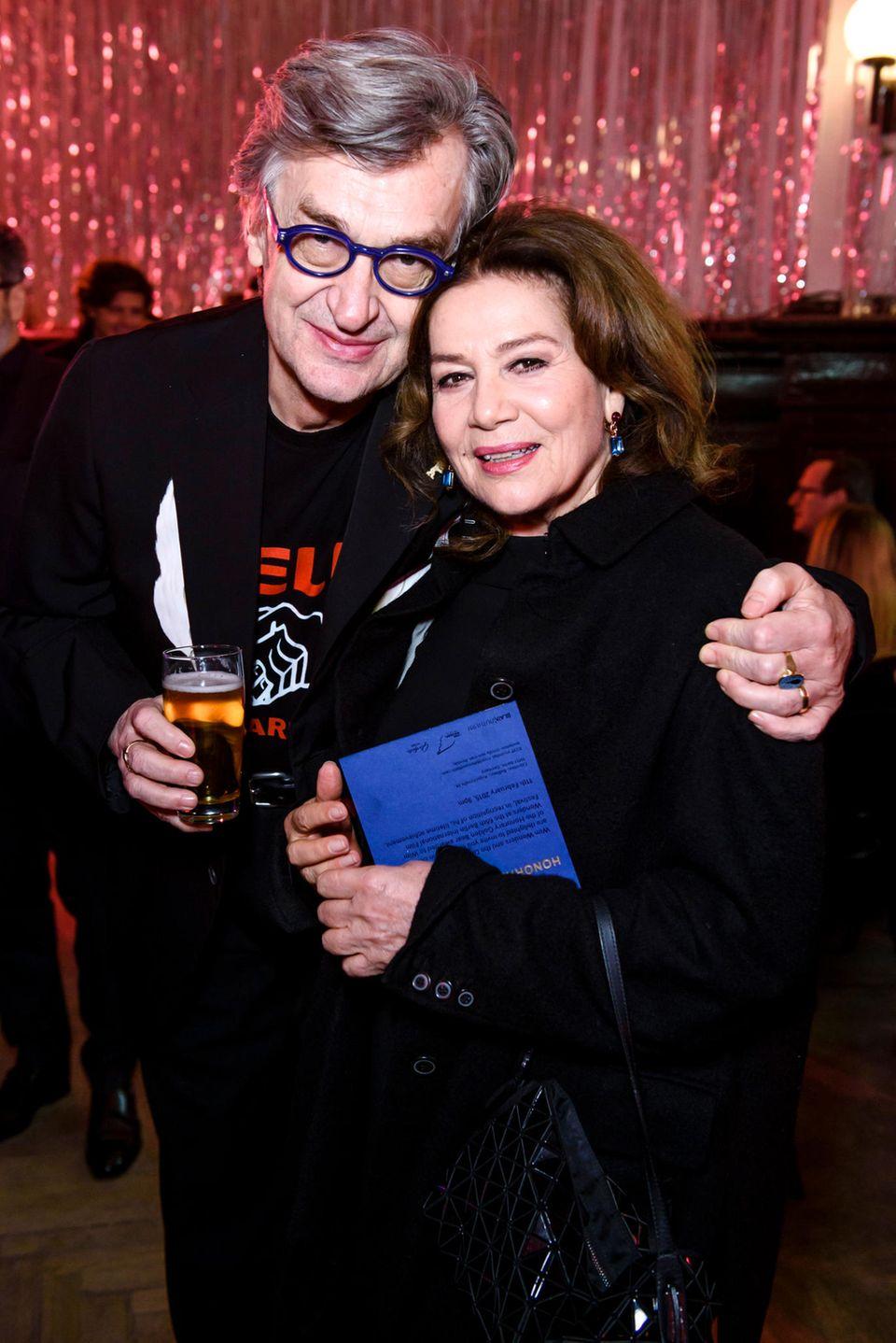 Hannelore Elsner hat sich in der deutschen Filmbranche fest etabliert. Auch von Filmfesten ist sie nicht mehr wegzudenken. Im Jahre 2015 besucht sie während der 65. Berlinale die Wim Wenders Party.