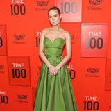 Den besten Look des Abends trug niemand geringeres als Brie Larson, deren grasgrünes Bandeaukleid von Prada ein super Hingucker ist.