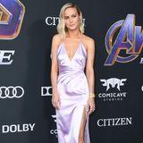 Ebenso zauberhaft ist Brie Larson gekleidet. Sie entscheidet sich für eine seidene Robe von Celine, die ihre feminine Seite betont.