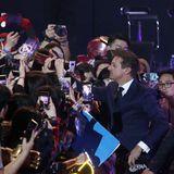 15. April: Filmpremiere in Südkorea  Händeschütteln mit den Fans: Der US-amerikanische Schauspieler Jeremy Renner geht mit mit den Fansin Seoul, derHauptstadt von Südkorea, auf Tuchfüllung.