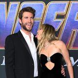 Auch Chris Hemsworths Bruder Liam lässt sich die Weltpremiere des letzten Avengers-Films nicht nehmen: Er erscheint auf dem Event zusammen mit Ehefrau Miley Cyrus. Die findet ihren Ehemann scheinbar so gut, dass sie einfach nicht die Finger – oder besser gesagt: die Zunge – von ihm nehmen kann.