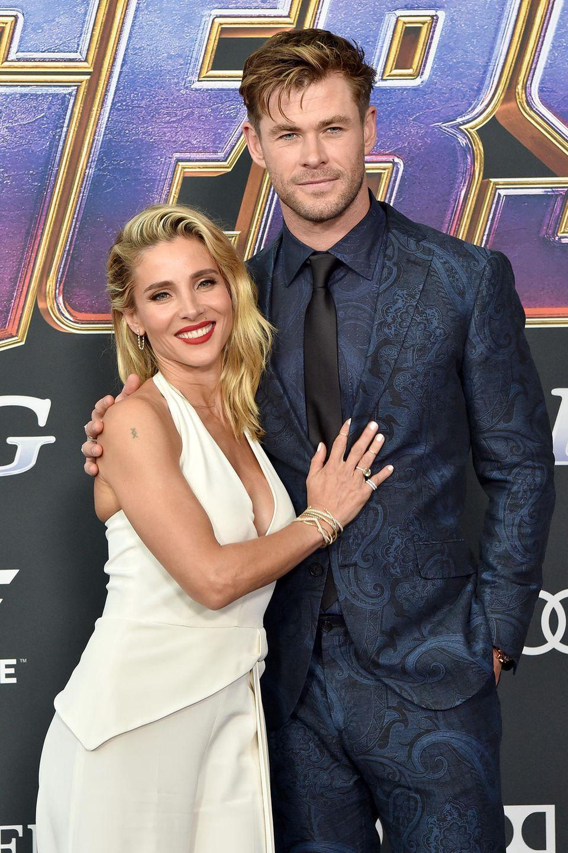 Doch bevor die Fans endlich wissen, wie die Avengers-Ära endet, zeigen sich die Schauspieler und deren Begleitungen auf dem roten Teppich. Chris Hemsworth erscheint zusammen mit seiner Ehefrau, der spanischen Schauspielerin Elsa Pataky.