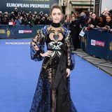 """So extrem bösartig ist Lily Collins bei der Premiere von """"Extremely Wicked"""" gar nicht. Im Gegenteil: Ihr Kleid von Elie Saab ist mit all den Mustern und Motiven einfach märchenhaft schön."""