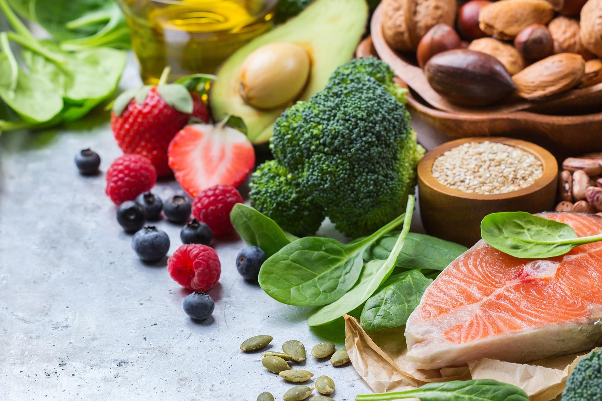 Viele Menschen vermischen im Alltag die Begriffe Lebensmittelallergie und Nahrungsunverträglichkeit - dabei handelt es sich um zwei unterschiedliche Erkrankungen. GALA klärt auf