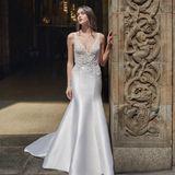 Ebenfalls von Monique Lhuillier - aber im Designganz anders - ist dieses seidige Kleid, dessen Oberteil hübsch verziert ist.