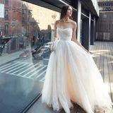 Zu der Frühjahrskollektion von Monique Lhuillier gehört unter anderem dieser Traum in Weiß.
