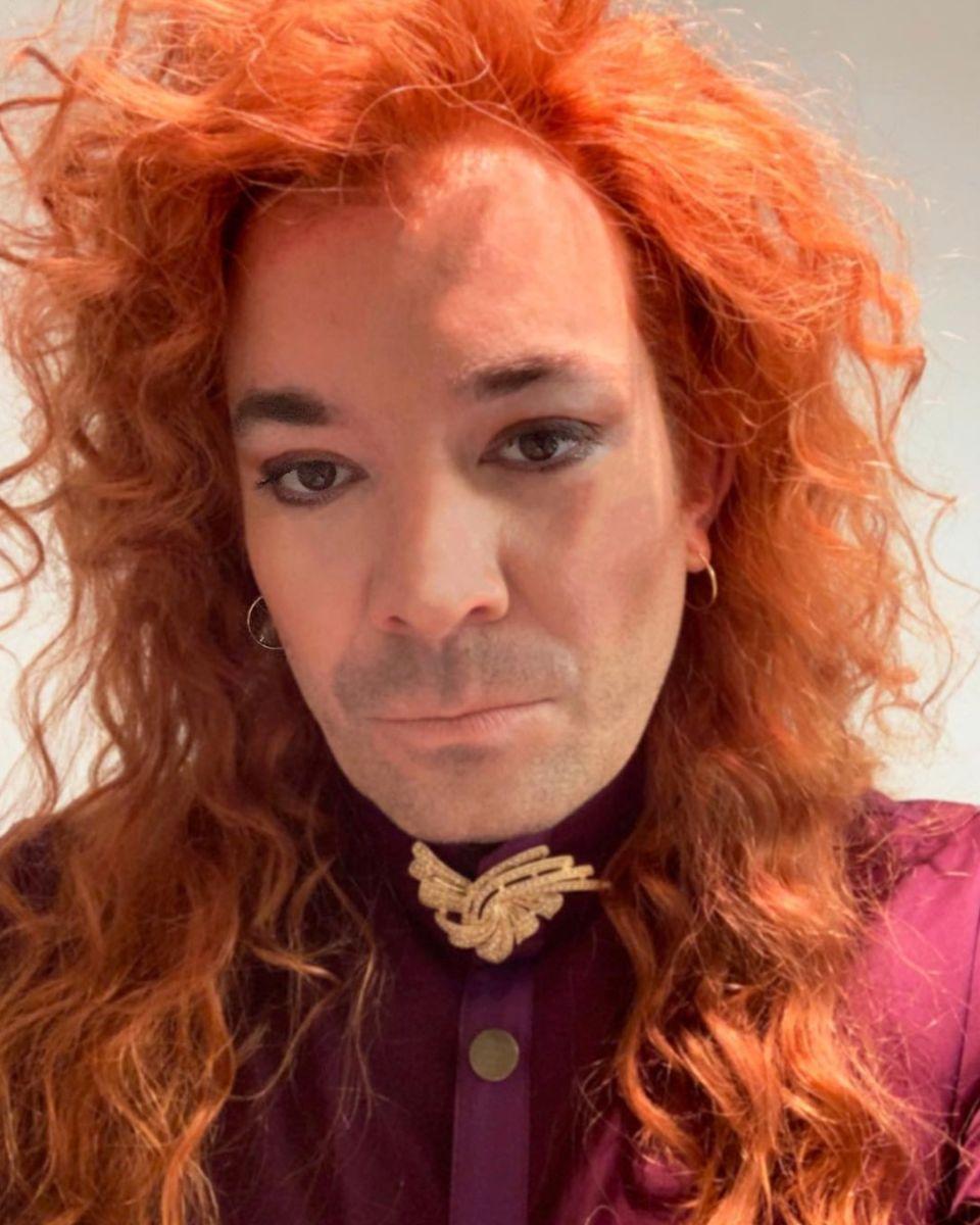 25. April 2019  Na, hätten Sie ihn erkannt? Wer auf den ersten Blick aussieht wie Pumuckl, ist in Wirklichkeit kein Geringerer als die Koryphäe im TV-Late-Night-Show-Business: Jimmy Fallon. Er überrascht seine Instagram-Fans mit einer roten Locken-Pracht und dunkel geschminkten Augen. Für seine Shows überlegt sich der 44-Jährige häufiger kreative Outfits – aber mit diesem Look hat er die Messlatte wieder ein Stück höher gelegt.