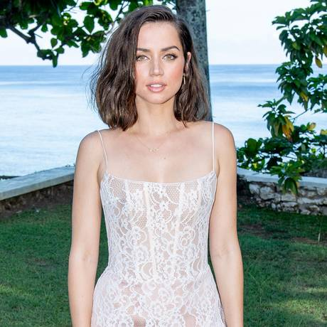 Die bislang eher unbekannte spanisch-kubanische Schauspielerin Ana de Armas ist alsBond-Girl bestätigt worden.Mit Rami Malek gehört sie zum neuen Cast der Action-Reihe und wird im April 2020 auf Großleinwand zu sehensein.