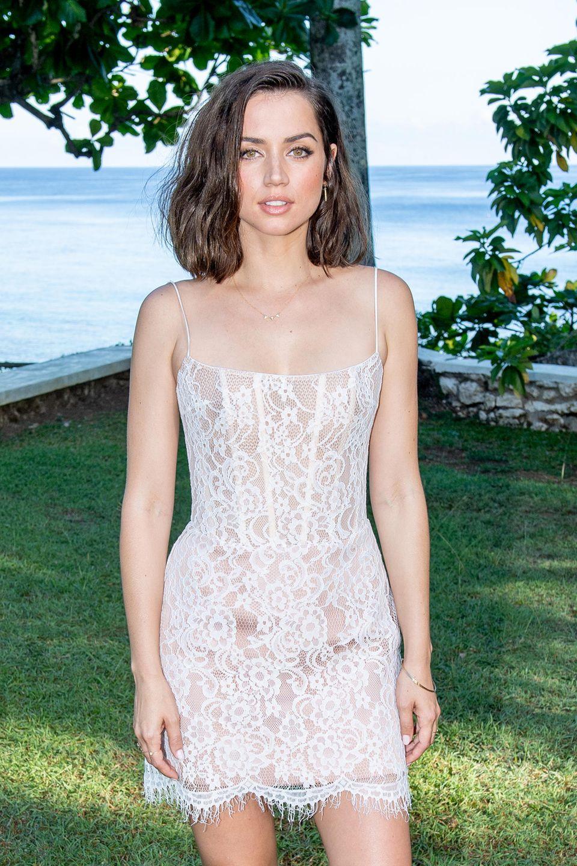 Die bislang eher unbekannte spanisch-kubanische Schauspielerin Ana de Armas ist alsBond-Girl bestätigt worden.Mit Rami Malek gehört sie zum neuen Cast der Action-Reihe und wird im November 2020 auf den deutschen Großleinwändenzu sehensein.