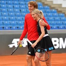 Zusammen mit Tennis-Profi Alexander Zverev bildet sie ein attraktives Doppel, beide sind jedoch glücklich vergeben.In den letzten Monaten wurden den beiden immer wieder Affären nachgesagt, auf dem Platz wirken sie auf jeden Fall sehr vertraut.