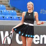 Es gibt wahrscheinlich keinen Look, in dem Lena Gercke nicht gut aussieht. Bei einem Celebrity Tennis Match in München im Zuge der BMW Open zeigt sich das Model bestens gelaunt und in einem stylischen Tennis-Dress von Adidas.