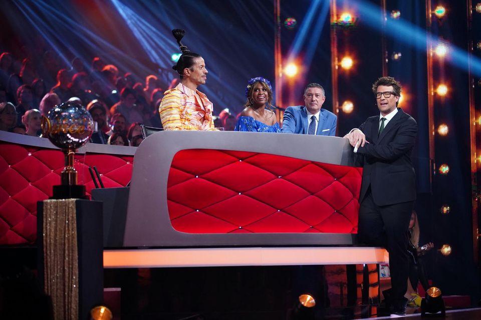 Jorge González, Motsi Mabuse und Joachim Llambi mit Moderator Daniel Hartwich