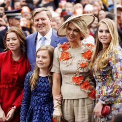 Der große Moment ist gekommen: König Willem-Alexander zeigt sich an seinem Ehrentag mit seiner Familie dem Volk inAmersfoort.