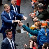 Ein König zum Anfassen: Bei seiner Ankunft wird König Willem-Alexander wie ein Rockstar gefeiert.