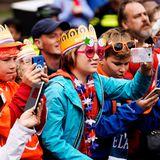 Ob Groß oder Klein, jeder royale Fan zückt sein Handy für ein tolles Erinnerungsbild.