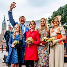Das war ein schönes Fest. Ein gelungener Königstag 2019 neigt sich dem Ende und König Willem-Alexander und seine Familie posieren erneut für ein Gruppenfoto und winken fröhlich in die Kameras.