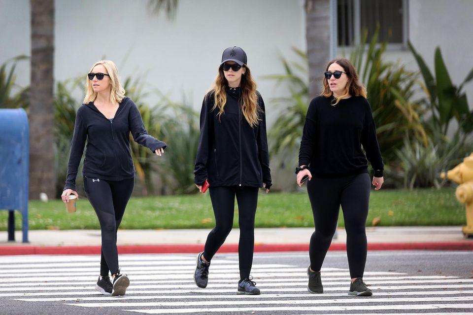 Katherine Schwarzenegger (mitte)nach ihrem Junggesellinnenabschied mit zwei Freundinnen