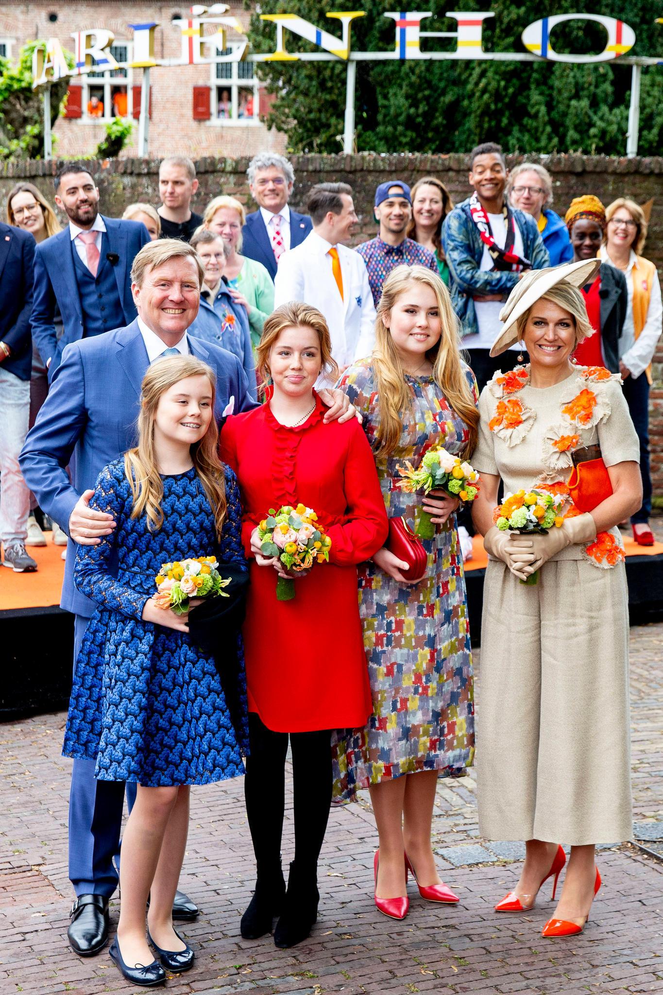 König Willem-Alexander undKönigin Máxima mit ihren drei Töchtern: Prinzessin Ariane, Prinzessin Alexia und Prinzessin Amalia (v.l.n.r.)