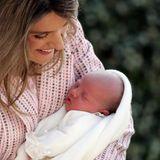 29. April 2007  Am 29. April 2007 wird Prinzessin Sofía geboren, nach Infantin Leonor die zweite Tochter von König Felipeund Königin Letizia. Zärtlich hält die spanische Königindas kleine Mädchen im Arm.