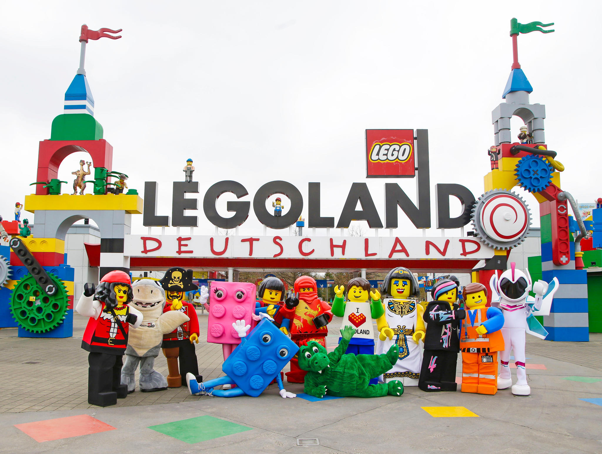 Die LEGO Helden heißen Familien willkommen!