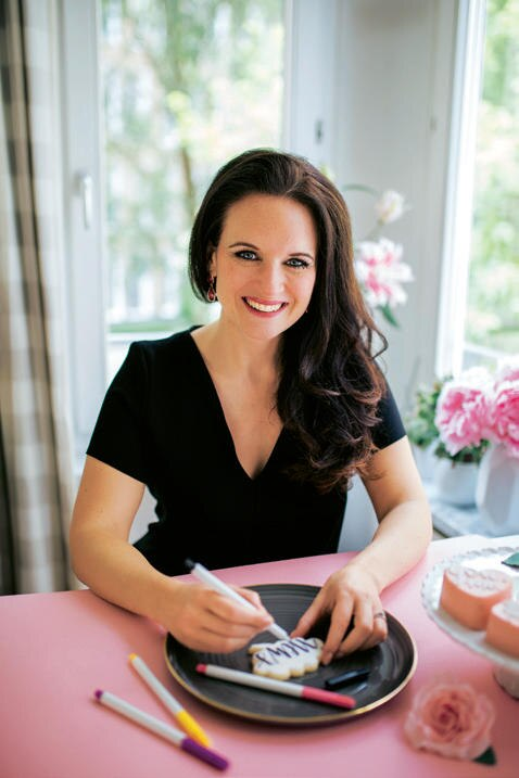 Stephanie Rinner hatte die Idee zu den Keks-Kunst-werken. In ihrem Onlineshop meinkeksedign.de findet sich alles von Teigzutaten bis Deko, das Know-how gib's in Kursen an ihrer Münchener Backschule