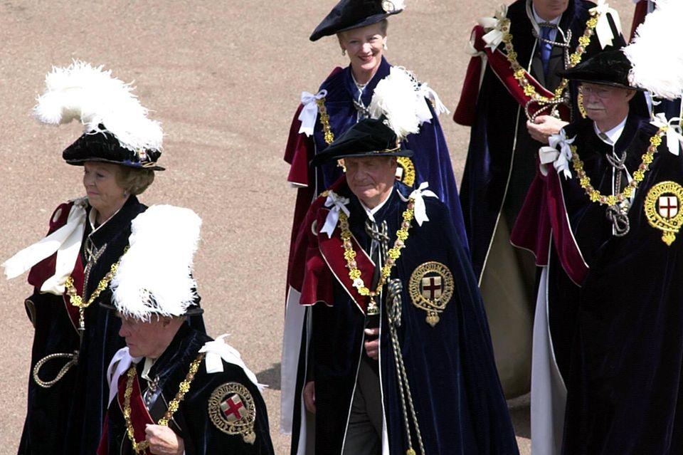 """Ebenso wie einige seiner royalen Kollegen - Prinzessin Beatrix der Niederlande, Königin Margrethe von Dänemark, König Juan Carlos von Spanien - war auch Großherzog Jean von Luxemburg einer der ausgewählten """"Ritter vom Hosenbandorden / Knights of the Royal Garter"""", des höchsten englischen Ritterordens."""