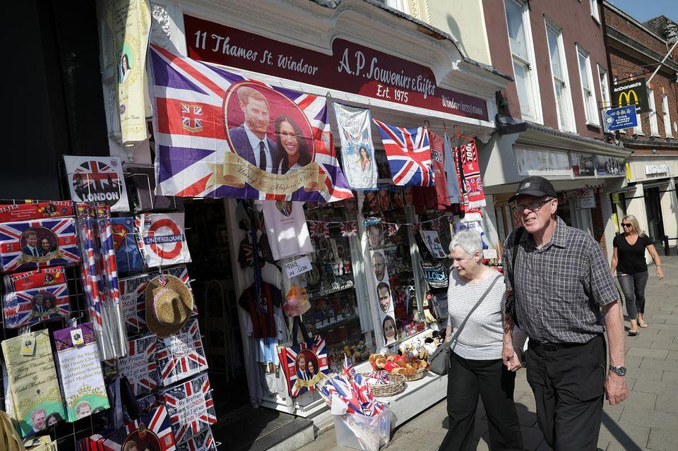 Sammler lieber die Souvenirs des britischen Königshauses