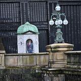 Der Kaiserpalast wird von der kaiserlichen Garde bewacht.