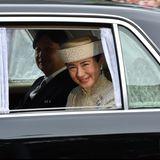 Kronprinz Naruhito und seine Frau Prinzessin Masako sind auf dem Weg zum Kaiserpalast. Naruhito wird heuteden Chrysanthemen-Thronvon seinem Vater Akihito übernehmen.