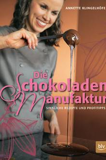 """Die Marburgerin Annette Klingelhöfer ist Konditormeisterin und Schokoladen-Sommelière. Schritt für Schritt erklärt sie Profi-Techniken und mehr als 80 Rezepte für verführerische Kreationen. (""""Die Schokoladen-Manufaktur"""", blv Verlag, 160 S., 29 Euro)"""