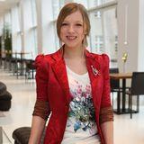 2010 steigt Iris Mareike Steen als Lilly Seefeld bei GZSZ ein. Damals trägt sie noch ihre natürliche Haarfarbe zu Jeans und Shirt und ist nur dezent geschminkt.
