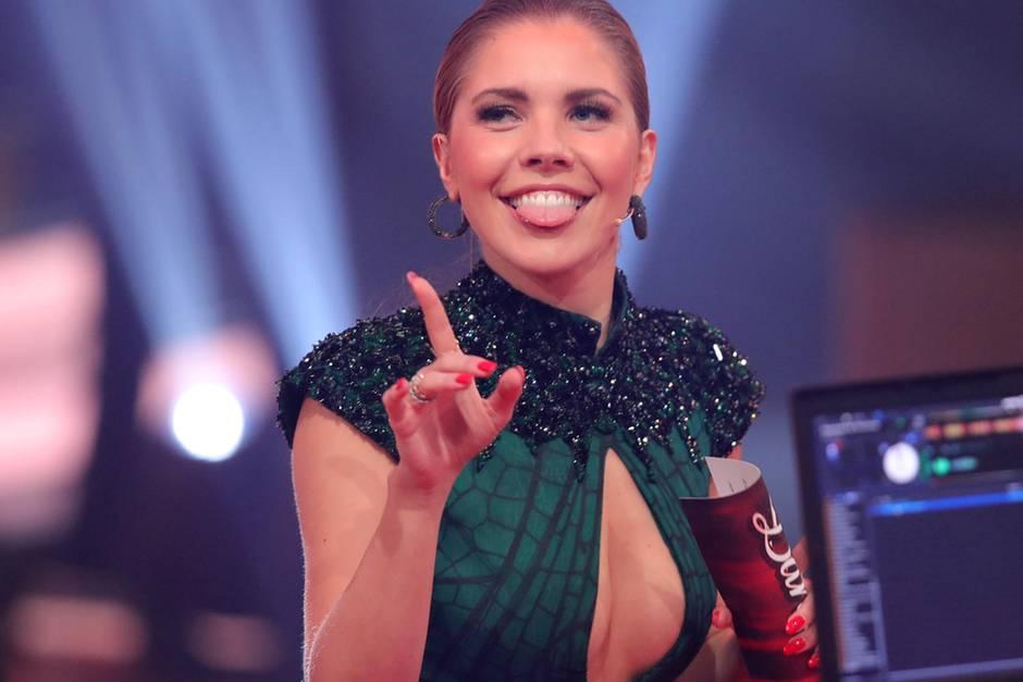 """Bei """"Let's Dance"""" trägt Moderatorin Victoria Swarovski immer besondere Hingucker."""