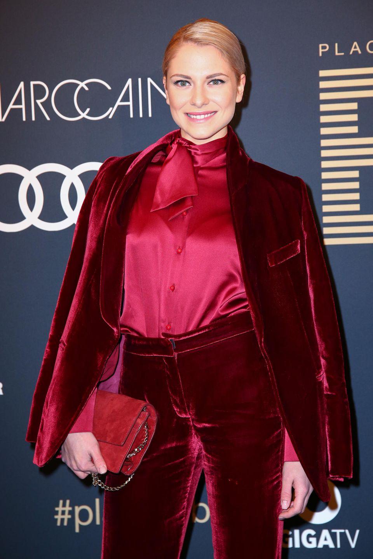 Heute bezaubert Valentina Pahde auf dem roten Teppich im eleganten, femininen Look.