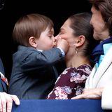 30. April 2019  Genug geschmollt! Schließlich gibt es für Mama Prinzessin Victoria einen dicken Schmatzer und die Welt ist wieder in Ordnung.