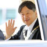 """Die neue Kaiserära hat begonnen: Naruhito ist auf dem Weg zur """"Kenji-to-Shokei-no-Gi""""-Zeremonieim Prunksaal im Kaiserpalast."""