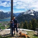 29. April 2019  Gemeinsam mit Hund Rudi machen Thore Schölermann und Jana Julie Kilka einen Wanderurlaubund erklimmen die Berge.