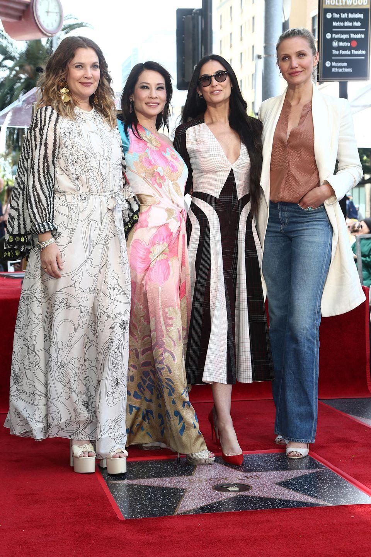 """1. Mai 2019  Reunion der """"3 Engel für Charlie"""": Am 1. Mai wird Schauspielerin Lucy Liu, 50, mit einem Stern auf dem berühmten """"Walk of Fame"""" in Hollywood geehrt. Angefeuert wirdsie dabei von ihren Freundinnen und Kolleginnen Drew Barrymore, 44, und Cameron Diaz, 46. Schauspielerin Demi Moore, 56, würdigt als Gastrednerindie vielen Talente ihrer Kollegin in einer Laudatio."""