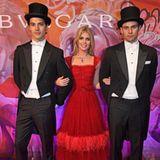 Ein weiteres Foto auf ihrem Instagram-Account zeigt das britische It-Girl ebenfalls auf dem Event - zwischen den beiden Herren sieht Kitty Spencer noch zerbrechlicher aus.