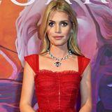 Auf Instagram teilt Kitty Spencer dieses Bild von ihr bei einem Event. Sie trägt ein wunderschönes, rotes Cocktailkleid. Doch so richtig mag das Model dieses Kleid nicht ausfüllen. Im Vergleich zu Fotos von vor wenigen Monaten sieht Kitty extrem schlank aus.