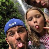 """2. Mai 2019  Zusätzlich gratuliertRomeo Beckham seinem Vater mit diesem witzigen Schnappschuss bei Instagram. """"Herzlichen Glückwunsch Papa, ich hoffe du hast einen tollen Tag. Ich liebe dich so sehr"""", kommentiert der 16-Jährige das Foto, auf dem er, Papa David und die kleine Harper Seven beim Rumalbern zu sehen sind."""