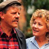 """Fast 30 Jahre jünger als heute, aber unverkennbar: Hier sehen wir Antje Hagen 1990 bei einem Auftritt in der ZDF-Serie """"Unter einem Dach"""" mit Kollege Peter Striebeck."""