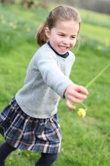 2. Mai 2019  Wie groß Prinzessin Charlotte geworden ist! Herzogin Catherine ist eine passionierte Fotografin und schafft es jedes Mal aufs Neue, ihre Kinder in das rechte Licht zu rücken. Die neuen Fotos ihrer Tochter hat Kate teilweise im Garten des Kensington Palastes und inAnmer Hall aufgenommen.