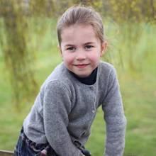 2. Mai 2019  Herzlichen Glückwunsch, Prinzessin Charlotte! Anlässlich ihres vierten Geburtstages veröffentlicht das britische Königshaus drei neue Fotos der süßen Prinzessin. Die Bilder wurden von Mama Kate höchstpersönlich aufgenommen, wie der Kensington Palast auf seinem Instagram-Profil verrät.