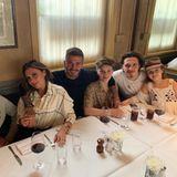 2. Mai 2019  Zu David Beckhams 44. Geburtstag kommt die ganze Familie zu einem gemütlichen Dinner zusammen. Das Strahlen des ehemaligen Fußballspielers spricht Bände: Er scheint überglücklich zu sein, seinen Geburtstag im Kreise seiner Liebsten verbringen zu können.